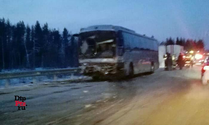 Встолкновении автобуса илегковушки вСегежском районе погибли два человека